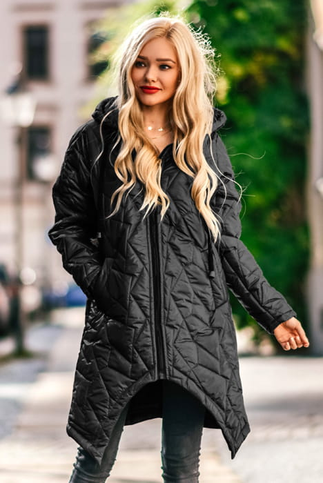 Długa pikowana kurtka z kapturem czarna
